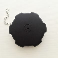 Unimog fuel cap with chain